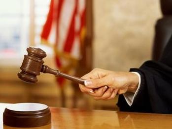 Não se admite a impetração de habeas corpus quando cabível outro recurso