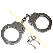DECISÃO: Prisão com uso de algemas dá direito à indenização por dano moral